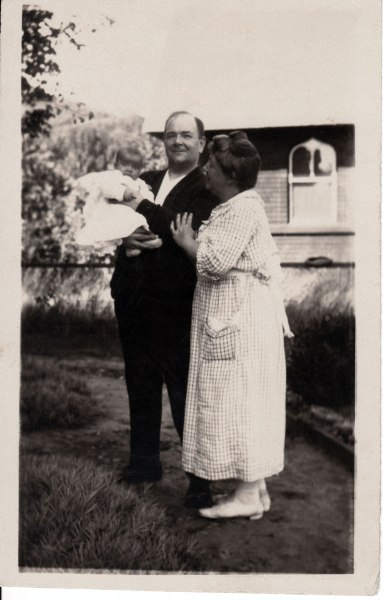 photo of Sophie and Algernon Newman, who is holding baby Robert Campbell